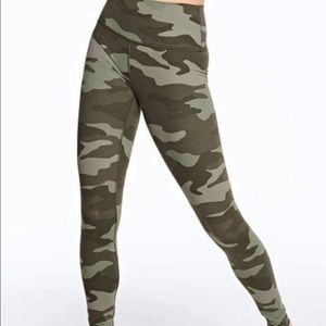 ❤️VS PINK Ultimate High Waist Camo leggings NWT